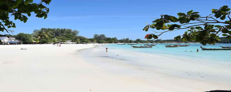 hotels & resorts at pattaya beach koh lipe
