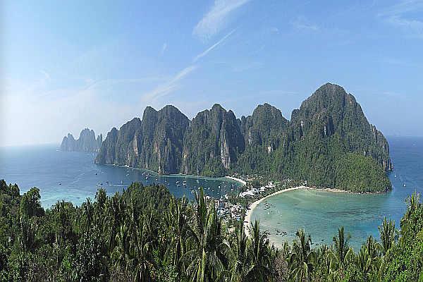 Island hopping to Koh Lipe